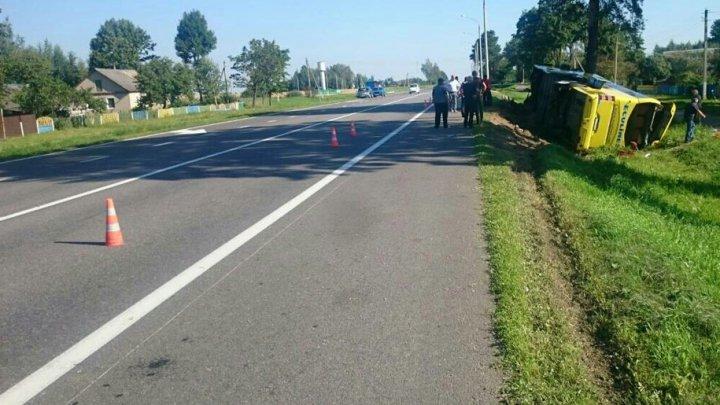 В Беларуси перевернулся автобус с туристами из Молдовы