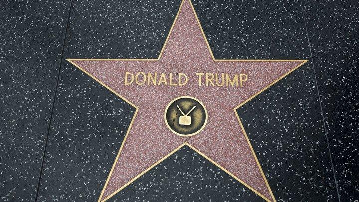 """Западный Голливуд призвал убрать звезду Трампа с """"Аллеи славы"""""""