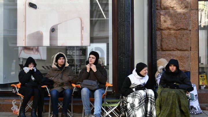 В Москве продают место в очереди за новым iPhone за 3200 евро
