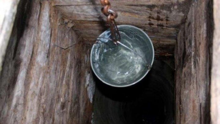 Пожилая женщина провалилась в четырехметровый колодец в Бричанском районе