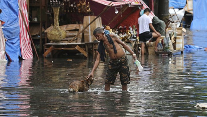 """Несколько человек погибли от тайфуна """"Мангхут"""" на Филиппинах"""