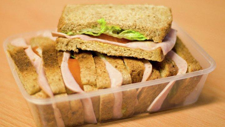 Дочь британского миллионера умерла на борту самолета из-за сэндвича