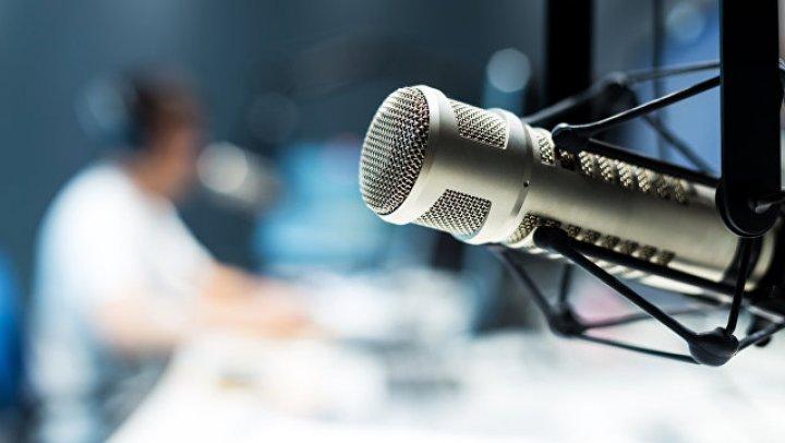 Бомж ворвался в радиостудию и расцеловал ведущую
