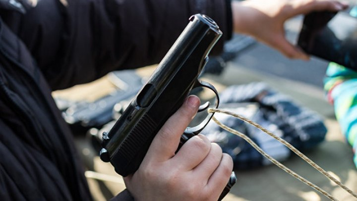 Москвич на спор прострелил себе ногу