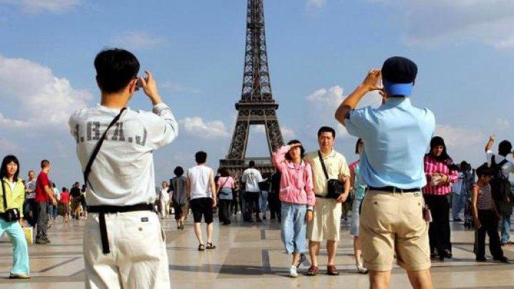 Французов чаще всего раздражают туристы из США, Великобритании и Германии