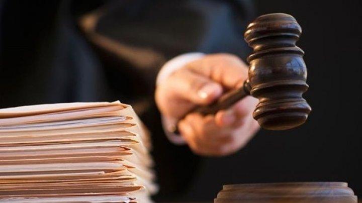 За похищение и пытки подростка двое мужчин получили условный срок