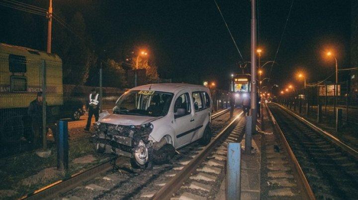 В Киеве пьяный таксист с пассажиром врезался в маршрутку