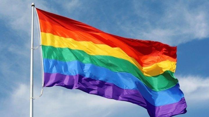 КС Румынии признал, что однополые пары могут называться семьей