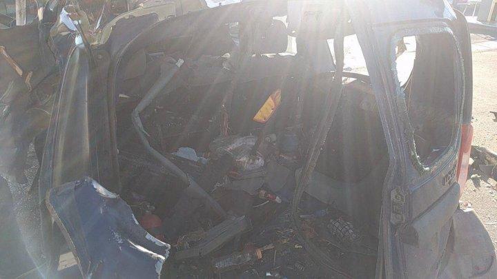 Газовый баллон взорвался в машине такси во время заправки (фото)