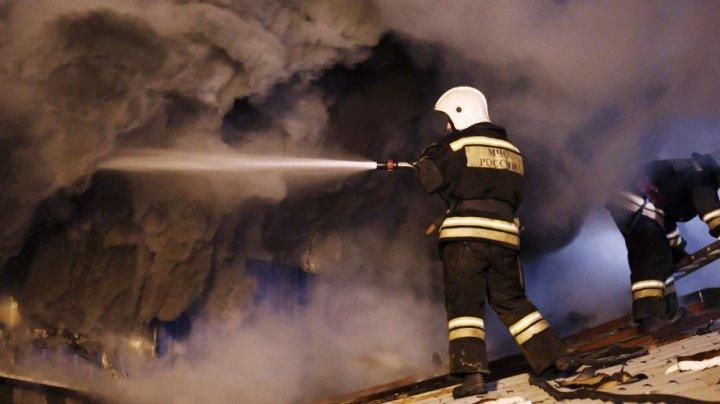 В Кемеровской области пожарные спасли 12 человек из задымлённой пятиэтажки
