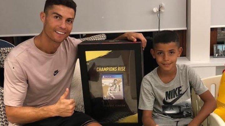 Криштиану Роналду первым в мире получил игру FIFA 19