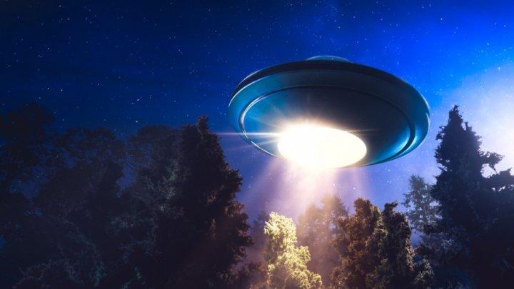Американец снял на видео НЛО, сканирующий его дом