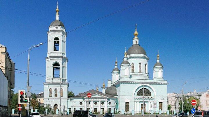 Человеческие останки нашли у храма в центре Москвы