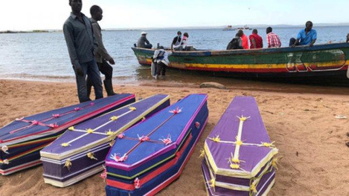 Спасатели вытащили из воды более 200 погибших в результате крушения парома