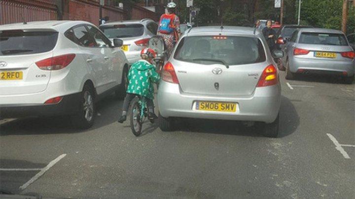 Таксист попытался наказать нарушителей и опозорился сам