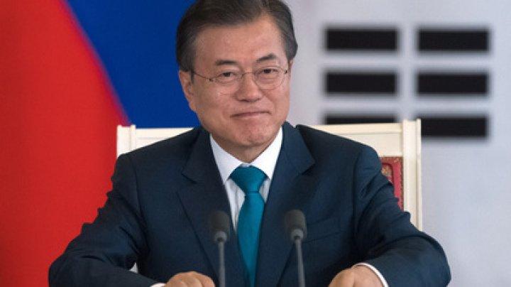 Получившему грибы от КНДР президенту Южной Кореи подарили двух собак