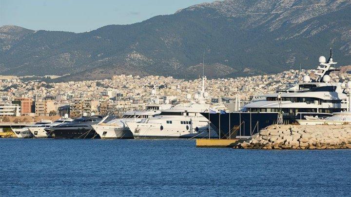 В Греции из–за шторма затонули четыре судна