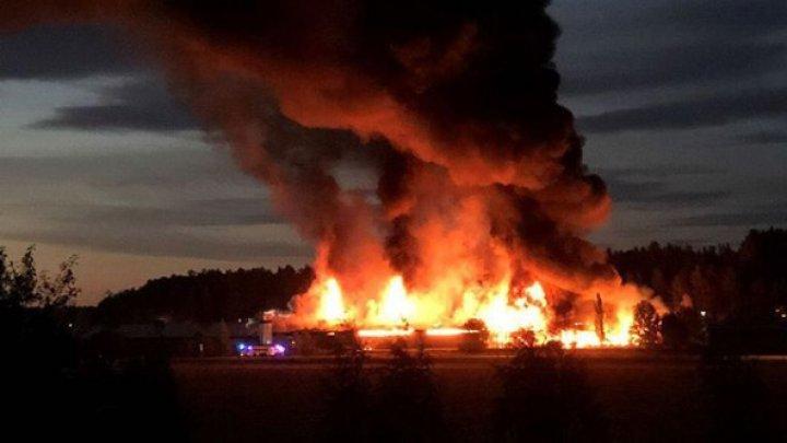 В финском городе Сало загорелся свечной завод, на котором 200 тонн парафина