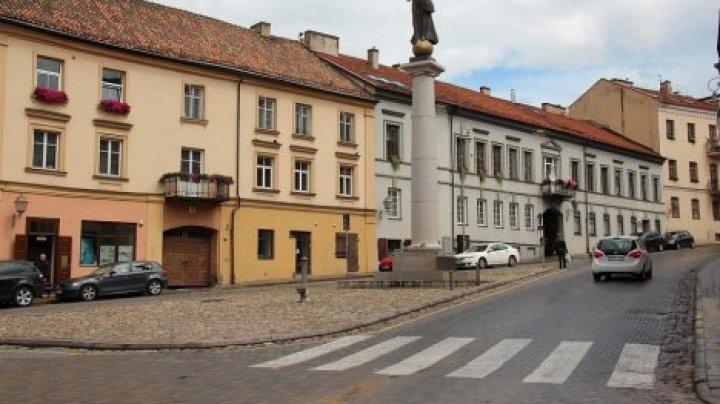В Литве прохожим запретили говорить по телефону на пешеходном переходе