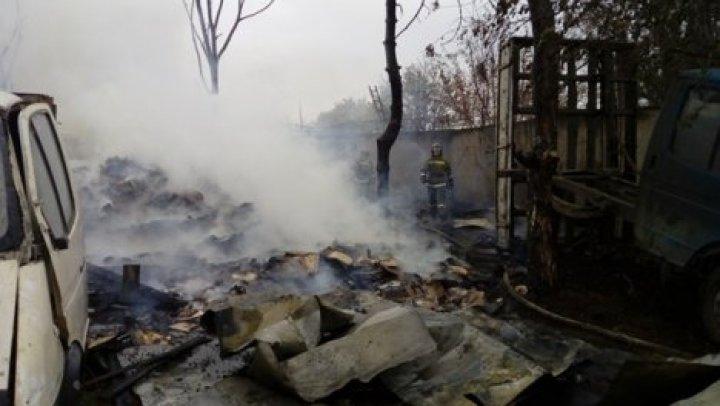 В Одессе произошел масштабный пожар: горела свалка и автомобили