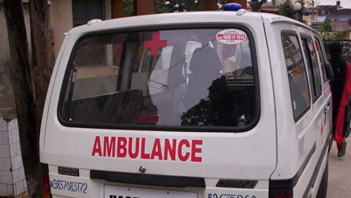 На востоке Индии автобус рухнул в канал