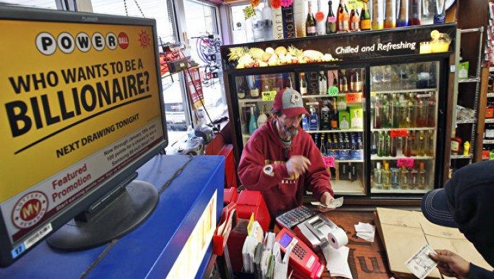 В США в лотерее разыгран крупнейший в истории джек-пот в размере $1,6 млрд