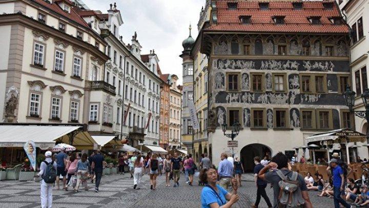 Безымянная площадь в Праге получила название