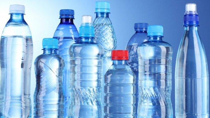 В США запустили проект, предлагающий людям отказ от пластиковых бутылок