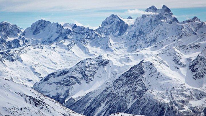 На Эльбрусе ищут пропавшего румынского альпиниста
