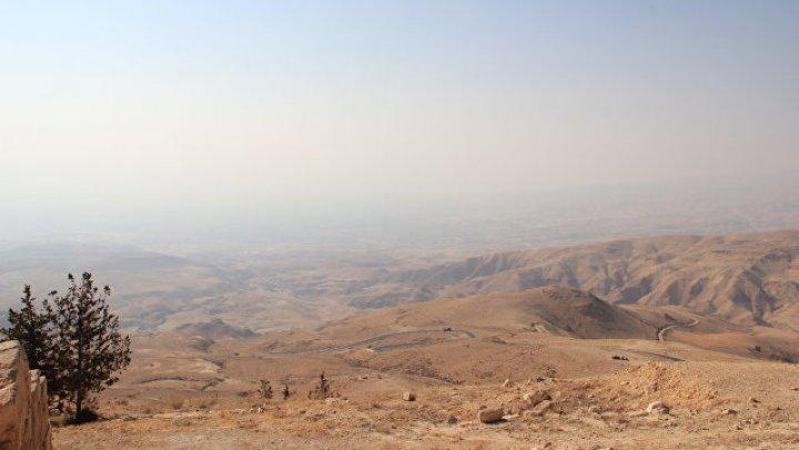 В Иордании при затоплении автобуса погибли десять человек