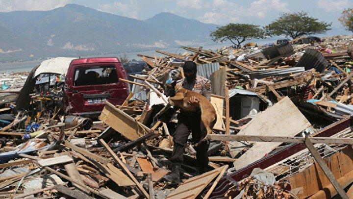 В Индонезии более 150 тысяч человек могут оставаться под завалами