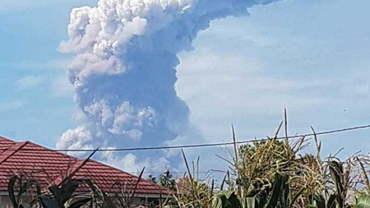 В Индонезии произошло второе за сутки извержение вулкана