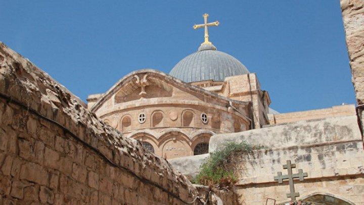 РПЦ не исключила приостановку служения у Гроба Господня