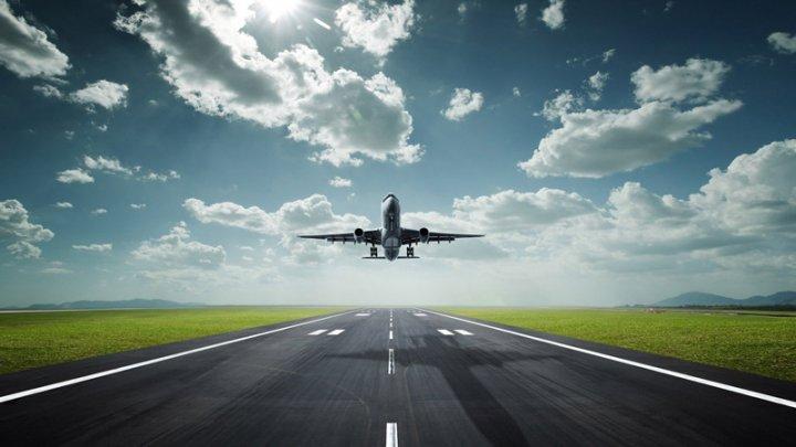 В Турции самолет выкатился за взлетную полосу, пассажиров эвакуировали
