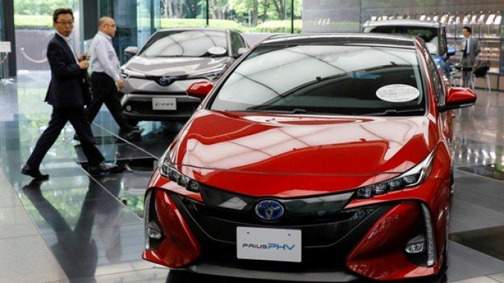 Toyota отзывает более 2,4 млн гибридных авто