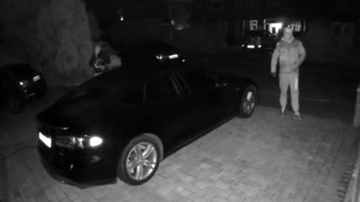 Взлом и угон Tesla Model S сняли на видео