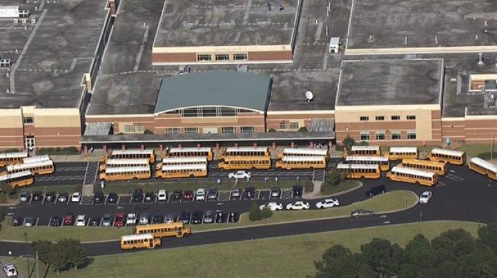 В США школьник ранил учителя ножом во время занятий