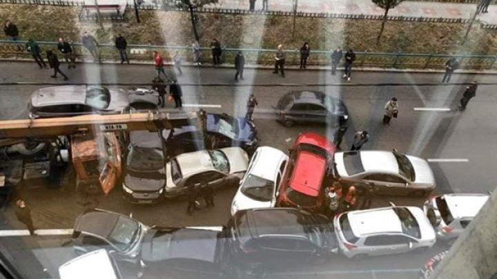 В центре Киева столкнулись 17 автомобилей