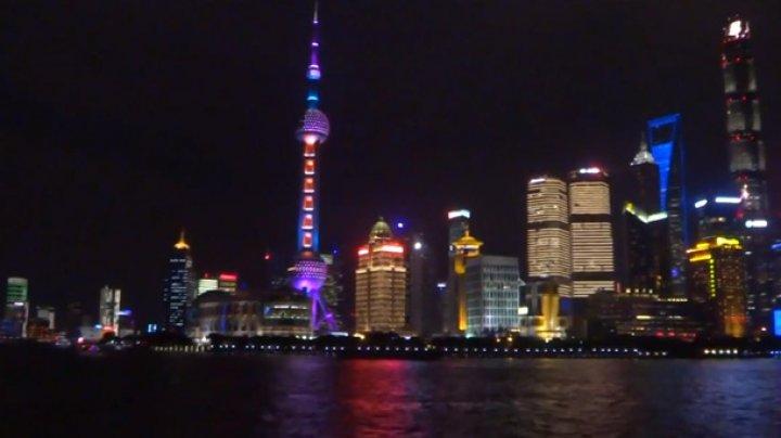 Световое шоу в Шанхае собрало сотни тысяч туристов