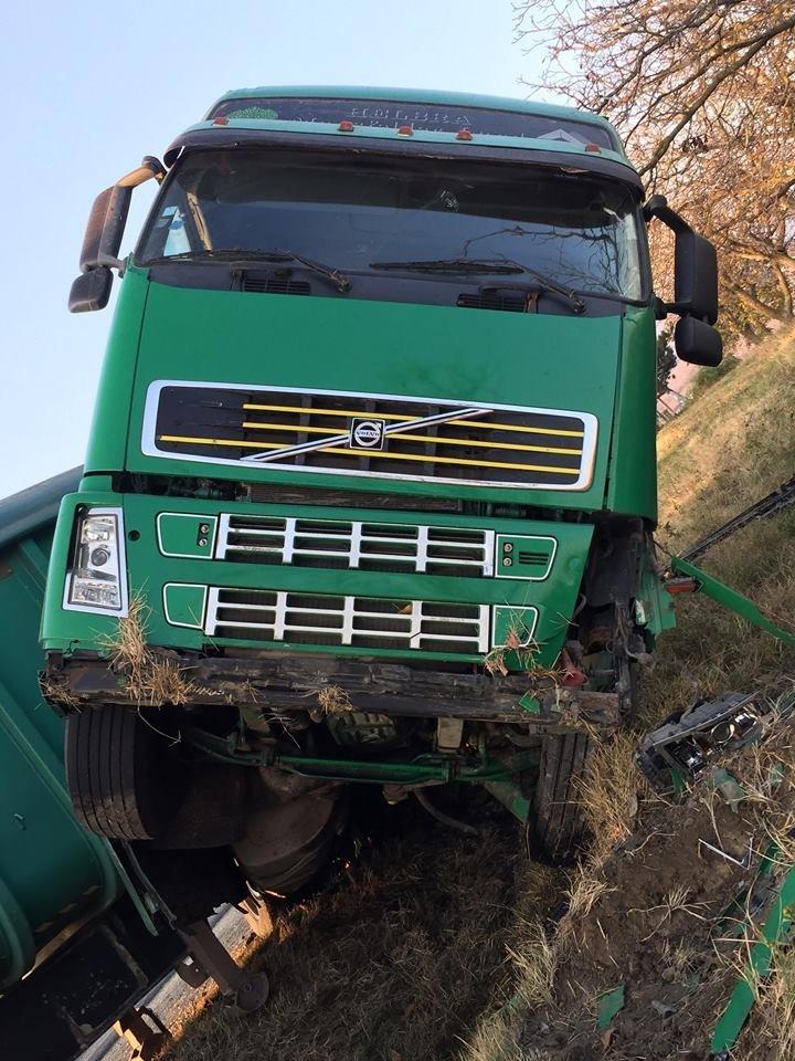 Авария на трассе Кишинев - Хынчешты: у фуры отказали тормоза (фото)