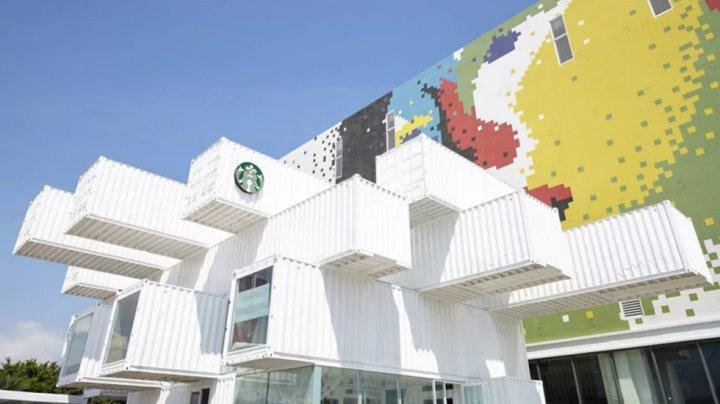 В Таиланде построили Starbucks из контейнеров