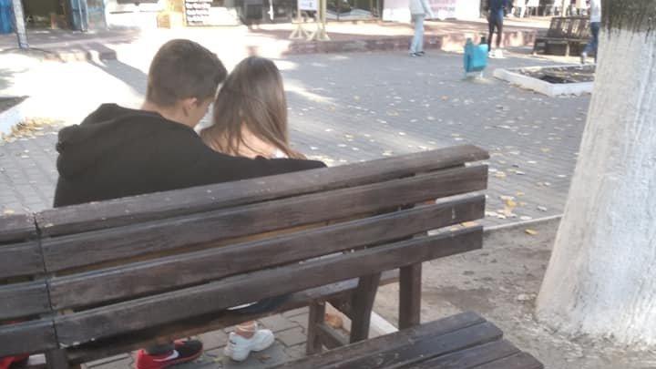 """""""Новые технологии"""": в Бельцах вместо канализационных люков используют скамейки (фото)"""