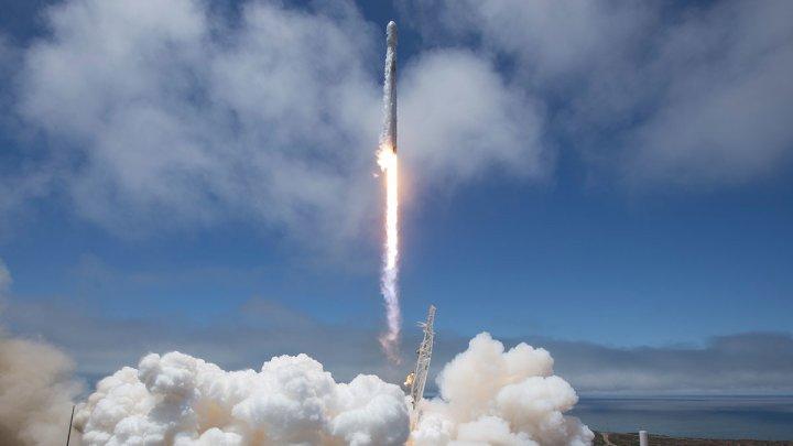 Ракету Falcon 9 впервые посадили на другой стороне Америки