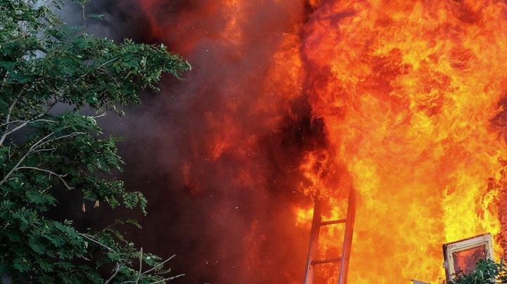 В Азербайджане при пожаре погиб один турист, шестеро пострадали