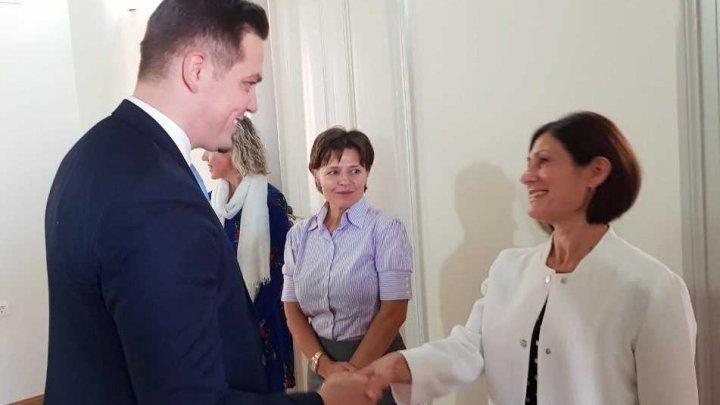 Министр иностранных дел встретился с членами молдавской диаспоры в Греции