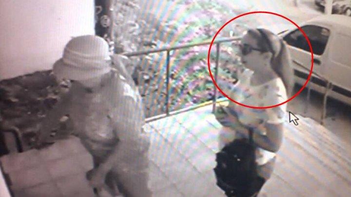 Полиция разыскивает женщину, обокравшую пожилую жительницу столицы
