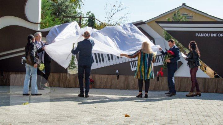 В центре столицы открыли сквер имени Михая Долгана