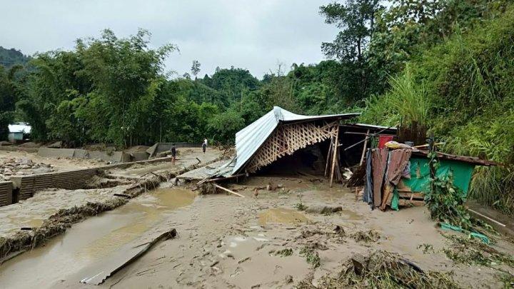 На Суматре после ливней начались наводнения и оползни: сообщается о 22 погибших