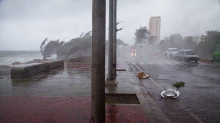 """В 26 округах Флориды объявлен режим ЧС из-за приближения шторма """"Майкл"""""""