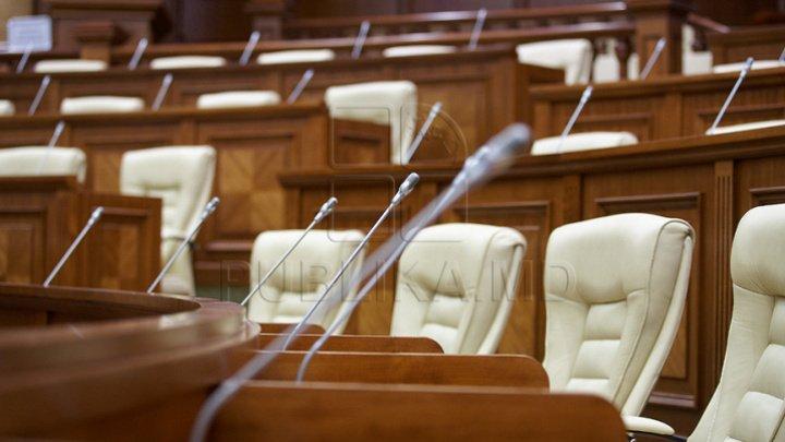"""Имена 13 депутатов, которые """"повернулись спиной"""" к Европейскому союзу"""